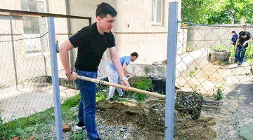 Помощь в уборке территории Воинского храма